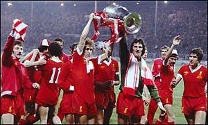 joueurs liverpool ligue des chamions 1976 victoire maillot rouge